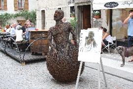 scultura di Mattia Trotta in via Mezzaterra a Feltre