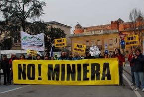 la manifestazione del Comitato Col del Roro http://comitatocolderoro.blogspot.com