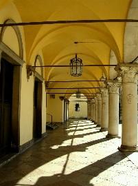 Prefettura, porticato di piazza Duomo